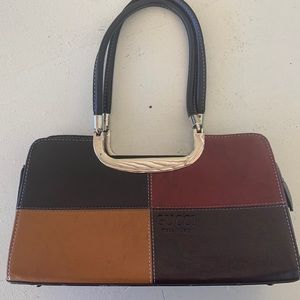 Handbags - Gucci Purse (Knock Off)